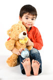 有teddybear的男孩 免版税库存图片