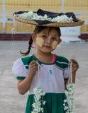 有thanaka的缅甸女孩在她的面孔 库存图片