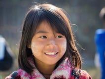 有thanaka的画象女孩在她的微笑面孔 inle湖缅甸 图库摄影