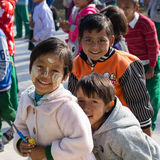 有thanaka的画象幼儿在面孔 inle湖缅甸 免版税库存图片