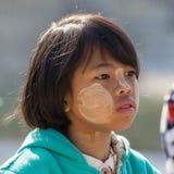 有thanaka的画象幼儿在面孔 inle湖缅甸 库存图片
