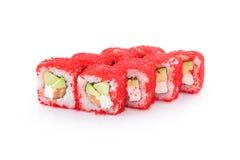 有tobico的,米,三文鱼,鲕梨,乳酪,在被隔绝的白色背景的nori寿司武士 免版税库存照片