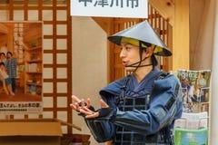 有vitage服装的人们在名古屋城堡 库存照片