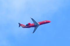 有VQ-BNB的委员会数字的飞机在天空的 免版税库存图片