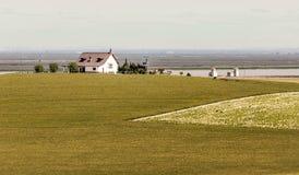 有wheatfield的议院 图库摄影