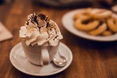 有Xurros的瑞士巧克力杯子 免版税图库摄影
