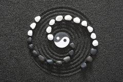 有yin和杨的日本禅宗庭院 库存图片