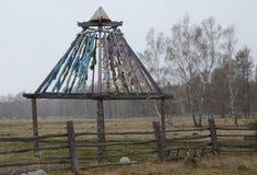有Zalaal的佛教建筑-被栓的磁带 寺庙修道院疆土在Arshan村庄 布里亚特共和国的Tunkinsky区 免版税库存图片