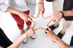 年轻朋友会集了手以星的形式 库存照片