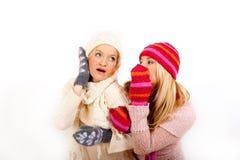 朋友女孩手套二个冬天年轻人 免版税图库摄影
