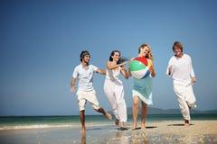 朋友小组统一性海滩党人概念 免版税库存照片