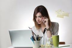 服务台办公室妇女工作 免版税库存照片