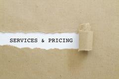 服务和定价被写在被撕毁的纸下 库存照片