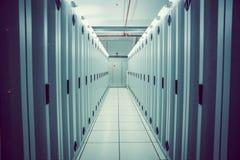 服务器塔空的走廊  免版税图库摄影