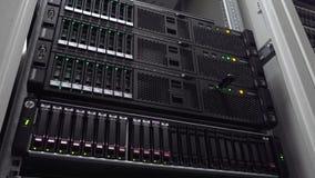 服务器室 网互联网和网络电信技术,大数据存储巨型计算机 行动射击 影视素材