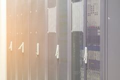 服务器硬件箱子服务器机架行在数据中心服务 库存图片