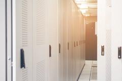 服务器硬件箱子服务器机架行在数据中心服务 免版税库存照片