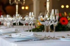 服务桌为事件党或婚礼做准备 库存图片