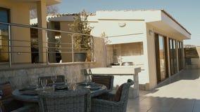 服务的桌在别墅` s疆土的大阳台 影视素材