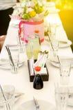 服务的桌在餐馆开花酱油寿司 免版税图库摄影