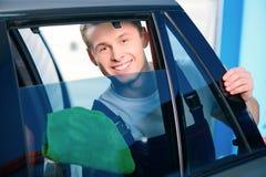 服务站的汽车修理师 库存照片