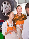 服务管理人员和乘员组 免版税库存图片
