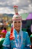 服装加工好的蒙古传统妇女 免版税库存图片