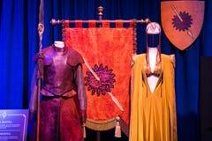 服装和支柱的陈列从电影`王位`比赛在巴塞罗那海博物馆的前提  库存图片