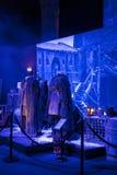 服装和支柱的陈列从电影`王位`比赛在巴塞罗那海博物馆的前提  图库摄影