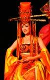 服装展示的中国女演员在一件美丽的风格化礼服的 库存照片
