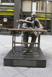 服装工人雕塑时尚区的朱迪思Weller在曼哈顿 免版税库存图片