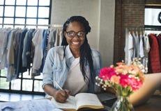 服装店服装礼服时尚商店样式概念 免版税库存图片