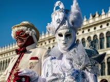 服装的人们在威尼斯狂欢节2018年, italiy 库存照片