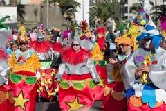 服装的人庆祝狂欢节的 库存图片
