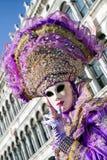 服装的妇女在威尼斯狂欢节2018年 库存照片