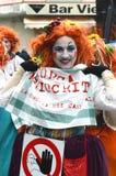 服装的妇女在维亚雷焦狂欢节 免版税图库摄影