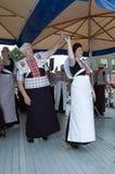 服装舞蹈荷兰语原来的显示妇女 库存照片