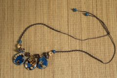服装jewelery -妇女的辅助部件 免版税图库摄影