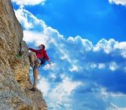 晴朗上升的日人岩石的夏天 免版税图库摄影