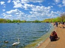 晴朗的下午在蜒蜒湖 库存图片