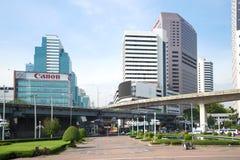 晴朗的早晨在现代曼谷 从Lumpini公园的看法 曼谷泰国 免版税库存图片