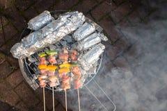 晴朗的春日烤肉 免版税库存照片
