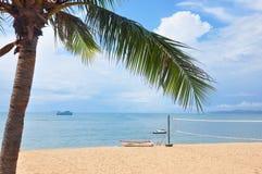 晴朗的海海滩 库存照片