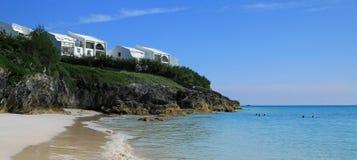 晴朗的海滩和陆岬 库存照片