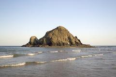 晴朗的海滩场面 免版税库存图片