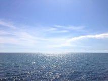 晴朗的海洋天际 图库摄影
