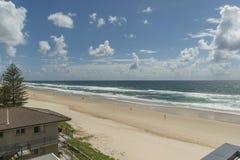 晴朗的海滩视图 免版税库存照片