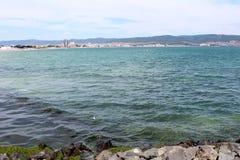 晴朗的海滩, Nessebar,保加利亚城市视图  库存图片
