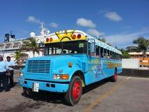 晴朗的热的公共汽车游览在加勒比 免版税库存照片
