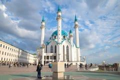 晴朗的4月天在喀山克里姆林宫 Kul Sharif清真寺 图库摄影